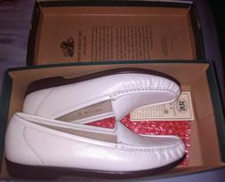 Womens 9 SAS Simplify White Leather Comfort Shoes Loafers Sl